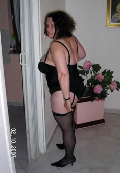 Brunette wife in black corset shows..