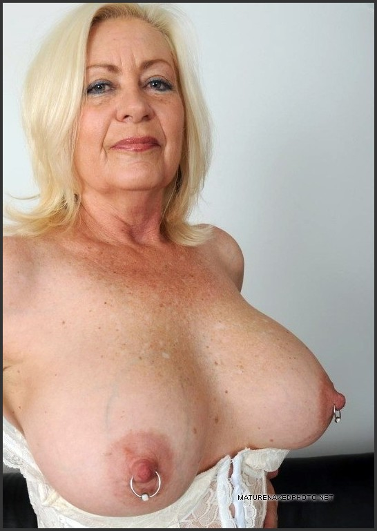 naked moms house wives boobs