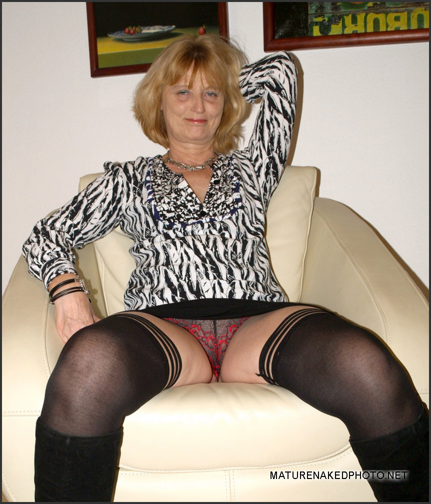 big ass mature wife naked at home naked housewife. photo #5