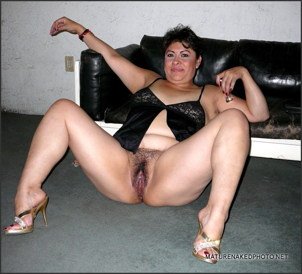 plump mature woman shows her hairy chubby twat. photo #4